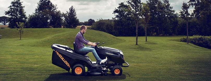 Med en åkgräsklippare klipper du gräsmattan fortare och kan ägna resten av tiden år roligare saker.