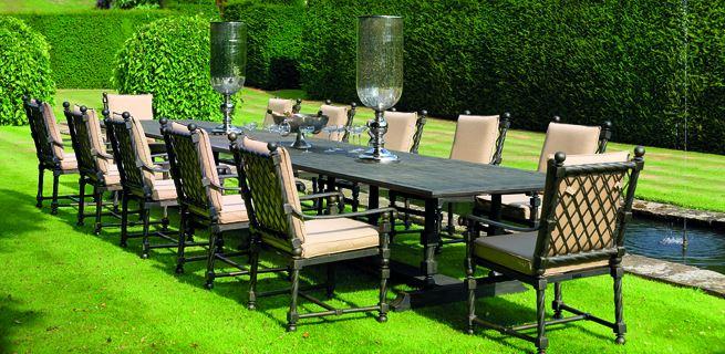 Trädgårdsmöbler med stil är ett trevligt inslag i trädgården.
