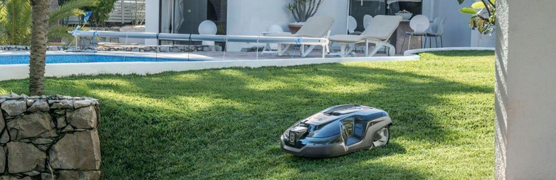 Håll grämattan fin med en Robotgräsklippare från husqvarna
